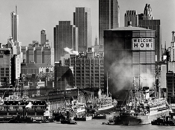 Lot 4219: Andreas Feininger. Hudson River Waterfront at Midtown. circa 1945