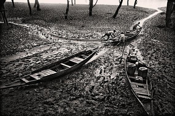 Munem Wasif, Salt Water Tears : Lives Left Behind in Satkhira, Bangladesh (© Prix Pictet Ltd)