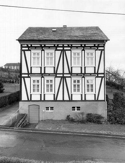 Bernd und Hilla Becher Fachwerkhäuser des Siegerlands, 1971-1972, 8-teilige Abwicklung. Courtesy LVR-Landesmuseum Bonn, Rheinisches Landesmuseum für Archäologie, Kunstund Kulturgeschichte