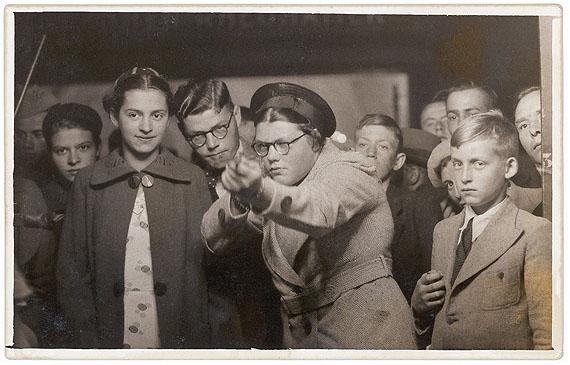 "Erik Kessels, aus der Serie ""in almost every picture # 7"" (Ria van Dijk, 1938)"