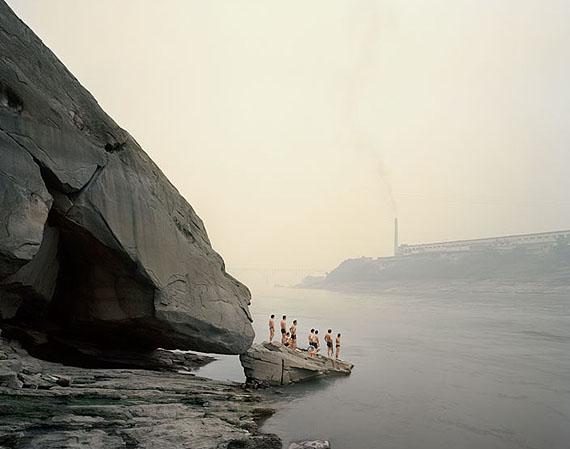 "NADAV KANDER: ""Bathers, Yibin, Sichuan"" (2006-07)© Nadav Kander. Courtesy of m97 Gallery."