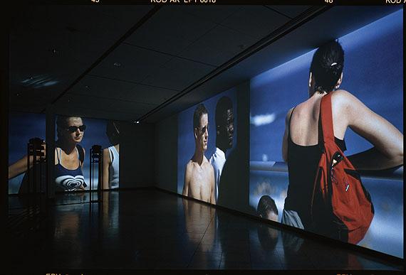 Beat Streuli, Bondi Beach, Parramatta Road, 1998, MMK Museum für Moderne Kunst