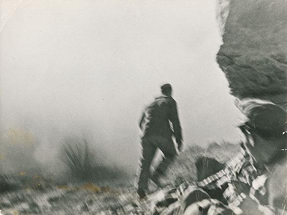 "Robert Capa (d.i. Andrei Friedmann)SPANISH CIVIL WAR, 7. NOVEMBER 1938. Vintage. Gelatin silver print, 1938 –194. 17,9 x 23,9 cm (7 x 9 3/8 in.). On the reverse among others Photographer's stamp: ""PHOTO ROBERT CAPA"