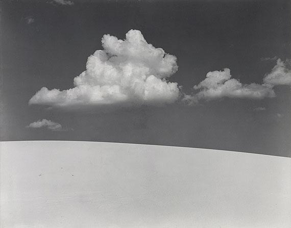 """Lot 1432  Edward Weston (1886 Highland Park, Illinois - 1958 Wildcat Hill)""""White Sands"""". New Mexico 1941. Vintage. Gelatinesilberabzug. Passepartout. 19,3 x 24,3cm (20,3 x 25,3cm). Schätzpreis $ 27.800 - 34.750 / € 20.000 - 25.000"""