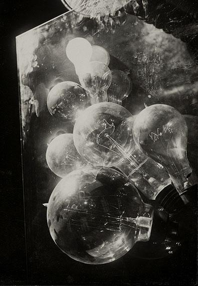Emil Otto HoppéElektrische Glühbirnen, 1929© The E.O. Hoppé Estate Collection at Curatorial Assistance, Inc., Pasadena, California