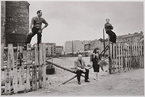 Arno FischerOst-Berlin, Besuch von N. S. Chruschtschow, Friedrichshain 1957Aus der Serie: Situation Berlin, 1953 - 1960© Arno FischerFoto: Kai-Annett Becker