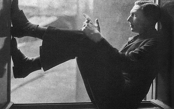 1929Lingen in seiner Wohnung, Frankfurt a. M. 1929Deutsche Kinemathek – Museum für Film und FernsehenFoto: Charlotte Willott