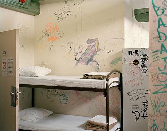 The Globe Hotel, Room 301, 2010 © Dana Lixenberg