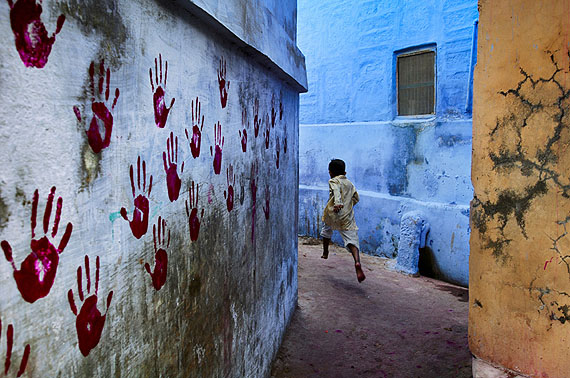 Boy in mid-flight, Jodhpur, Indien, 2007© Steve McCurry