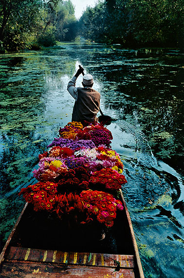Flower Seller, Dal Lake, Srinagar, Kashmir, 1996© Steve McCurry