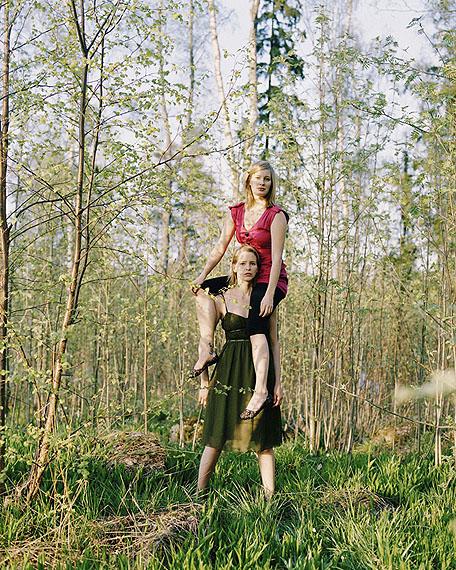© Wilma Hurskainen, Carry Me, 2011, c-print on aluminium, 80 x 64 cm