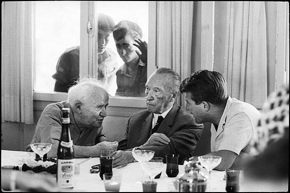 © Micha Bar-Am/ Magnum PhotosTreffen zwischen David Ben-Gurion und Konrad Adenauer, Speisesaal des Kibbuz Sde Boker, 1966