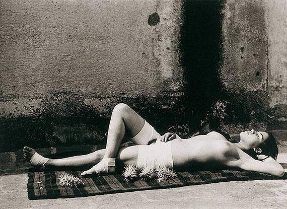 Manuel Alvarez BravoLa Bonne Réputation endormie- Mexico193820,2 x 25,2 cm © by SIAE 2011photo credit: Frédéric Delpech