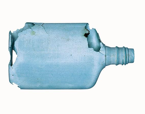 Blue plastic bottle 2007 Seafruit Plastikflasche blau 2007 Meeresfrüchte © Christian von Alvensleben