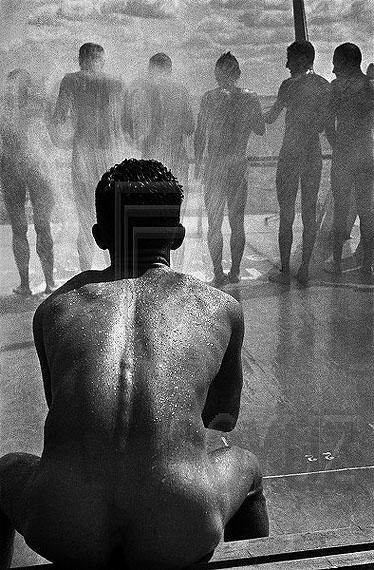 Boris Ignatovich. Shower, Moscow, 1932