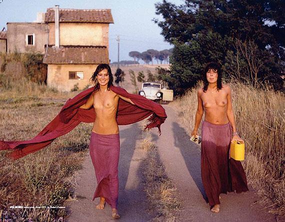 Robert Freeman, Jutta und Gisela, countryside Rome 1973Deichtorhallen/Haus der Photographie