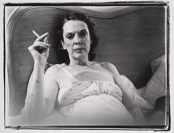 Coral Ridge Towers (Mom Smoking), 1969 Black-and-white-photograph 76 x 101 cm © Marilyn Minter. Courtesy Salon 94, New York
