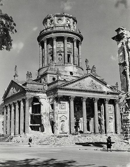 Hein Gorny Französischer Dom, Berlin 1945 - 1946 gelatin silver print 10.91 x 8.54''Silbergelatineabzug 27,7 x 21,7 cmCopyright Hein Gorny - Collection Regard