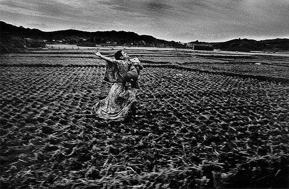 Kamaitachi 37, 1965 © Eikoh Hosoe