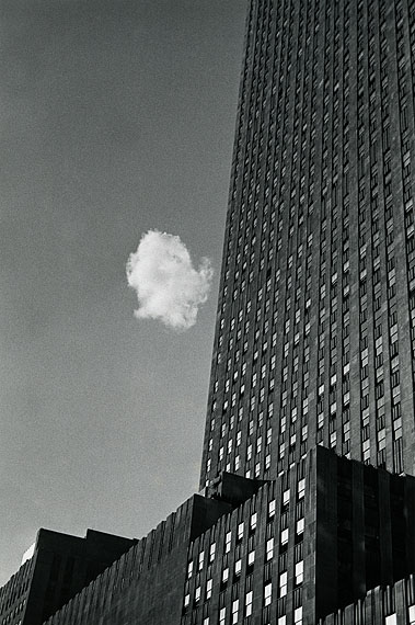 Verlorene Wolke, New York, 1937Silbergelatine-AbzugGedruckt in den 1970er JahrenCourtesy Sarah Morthland Gallery, New York