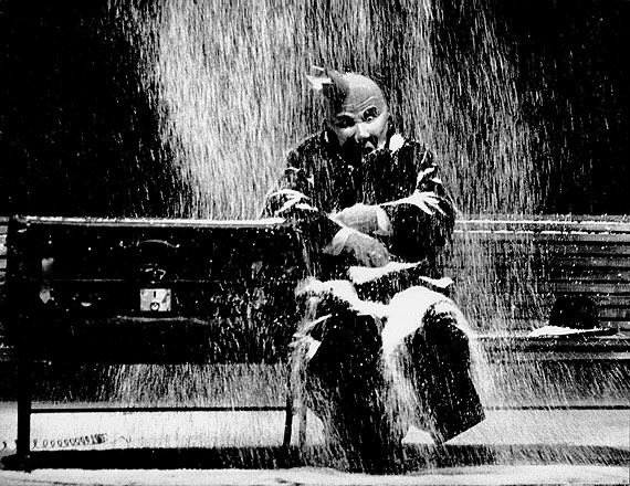 """Abisag Tüllmann: Bernhard Minetti in """"Minetti"""" by Thomas Bernhard at the Schauspielhaus des Württembergischen Staatstheaters Stuttgart, 1976; © Deutsches Theatermuseum München, Archiv Abisag Tüllmann, München"""