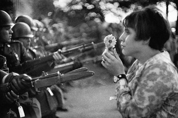 Jeune fille à la fleur, Washington, 1967Silver gelatin printsize : 20-24 inch
