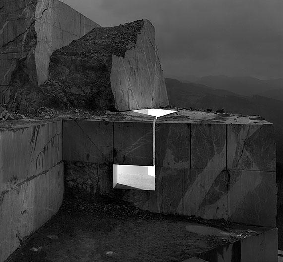 Light walls 021, 2006, digital photography/aluminium, 172 x 250 cm/103 x 150 cm © Aitor Ortiz
