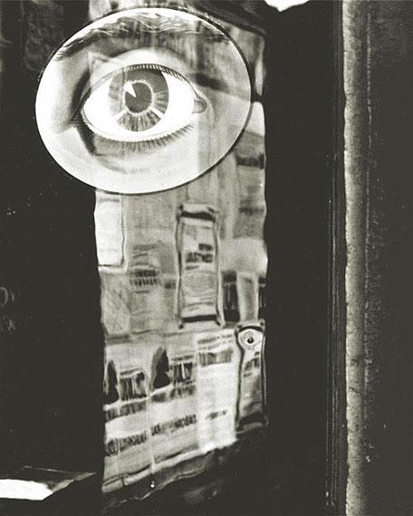 © Jaromir FunkeEyeAl dorso a lápizPortfolio IV, 1995. Prague House of Photography