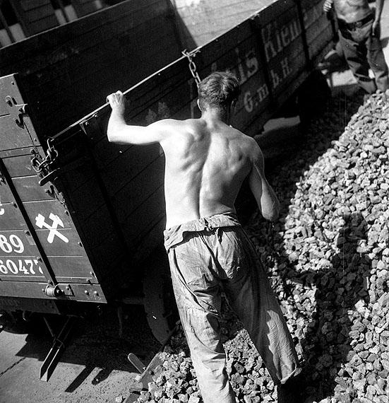 Eva Besnyö, Berlin 1931(Koksarbeiter), © Eva Besnyö/Maria Austria Instituut