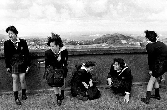 Skirting Trouble1998 Honolulu, Oahu.Giclèe-Print, 11 x 14 inch.© Jeff Widener