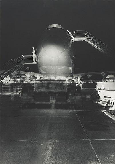 "Lutter, Vera1960 Kaiserslautern - lives and works in New York""Frankfurt Airport VIII"". April 28th, 2001. Unique gelatin silver print. Original artist's frame30.000 – 35.000 €"