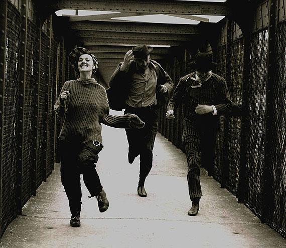 Raymond Cauchetier 2: Raymond Cauchetier. Jeanne Moreau, Oskar Werner et Henri Serre. 1961. © Polka Galerie