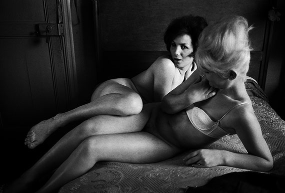 Suzanne und Sylvia from the series Place Blanche 1956-1962© Christer Strömholm/Stromholm Estate