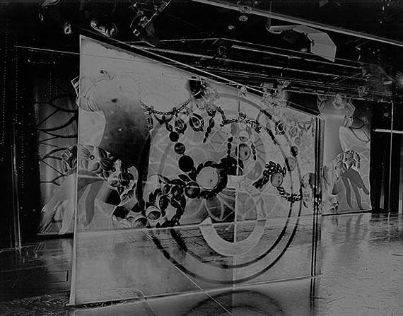 Queen Ann's Revenge, 2011© Valérie Belin. Silver gelatin print
