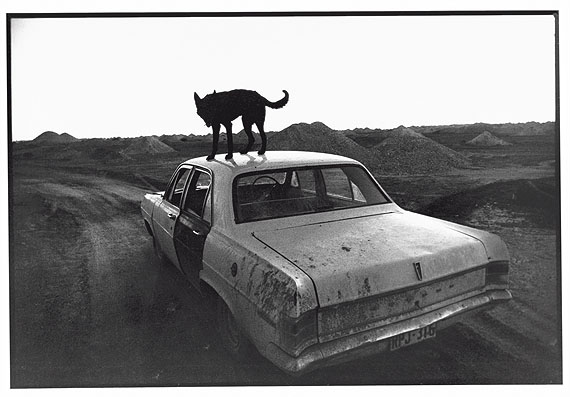 Wim Wenders: Dusk in Coober Pedy, 1978. Silver gelatin on baryt paper. 65 x 85 cm framed. Edition of 12. © Wim Wenders. Courtesy Wenders Images