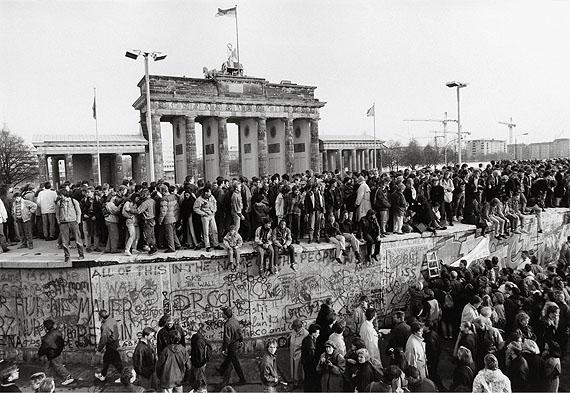 Fall der Mauer, Berlin, 10. November 1989© Barbara Klemm