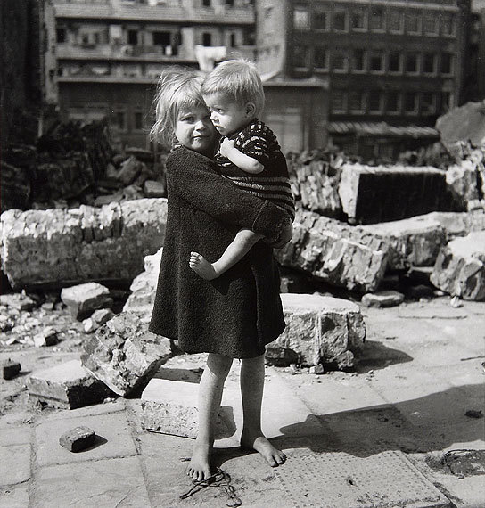 Emmy Andriesse, Children amid the rubble of Rapenburg in the Jewish Quarter. Amsterdam, spring 1945. Coll. JHM