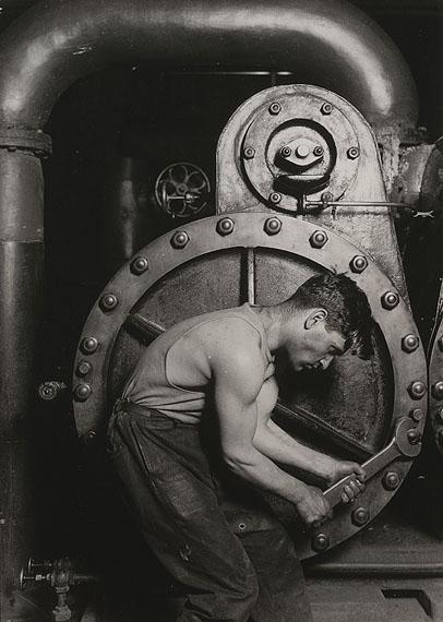 Lewis Hine: Steamfilter, 1920Silbergelatine-AbzugThe Museum of Modern Art, New York