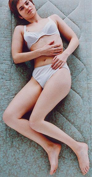Katrin FreisagerNadia, 1995Farbfotografie auf Aluminium, 167 x 87 cmEd. 1/3Aargauer Kunsthaus Aarau / Depositum der Sammlung Andreas Züst