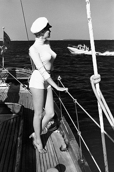 Helmut NewtonWinnie off the coast of Cannes, 1975from the series White Women© Helmut Newton Estate