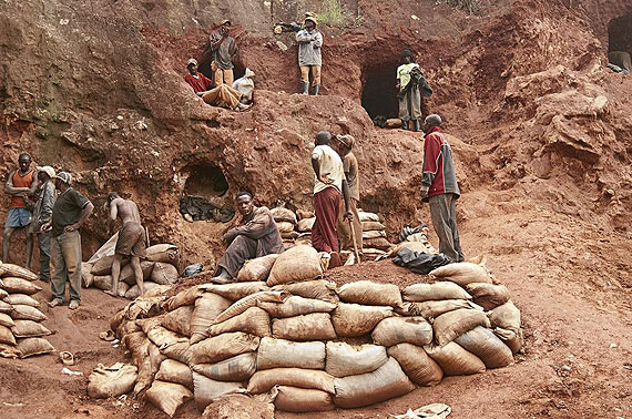 Sammy Baloji - Artisanal mining extraction site #3, from the series Kolwezi, 2011.from DISCOVERY PRICE WITH THE INTERNATIONAL CORRESPONDENTS OF THE ENSP