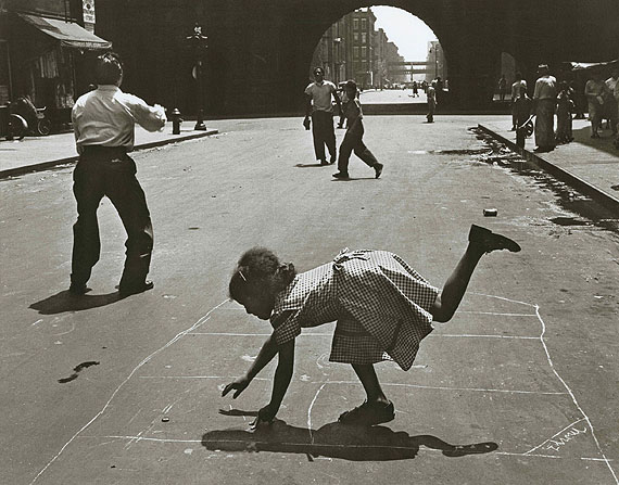 Hopscotch. East Harlem, New York, 1952 © Walter Rosenblum