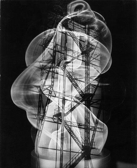 Gläsernes Monument, um 1955Silbergelatine, 29,3 x 23,9 cmFoto: Heinz Hajek-Halke Sammlung Michael Ruetz / Nachlass Heinz Hajek-Halke