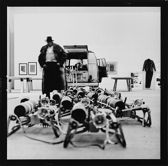 Lothar Wolleh: Joseph Beuys im Moderna Museet, Stockholm, Januar 1971© 2012 Oliver Wolleh©  VG Bild-Kunst, Bonn 2012