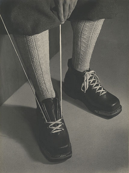 Walde HuthDie handgestrickten Skistrümpfe, ca. 1945 - 1950Vintage Print 38,9 x 29 cm