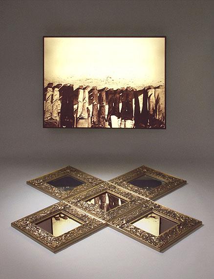 Alfredo Jaar: The Silence, 1987, Lightbox, 76 x 101 x 12,5 cm, Mirrors 30 x 30 cm