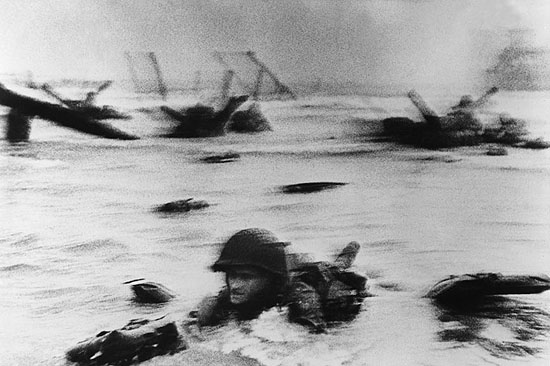 D-Day,Omaha Beach, Normandia, 1944© Robert Capa /Magnum Photos