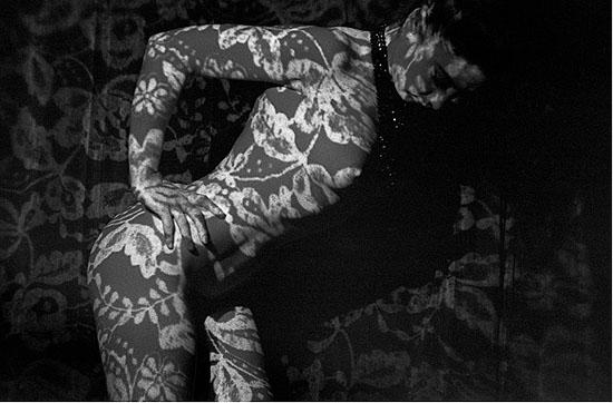 1962, Paris, Crazy Horse show 12/30, Silbergelatineprint, 40 x 30 cm, © Frank Horvat