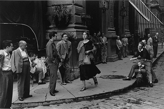 American Girl In Italy, Florence, 1951 © Ruth Orkin / Ruth Orkin Photo Archive