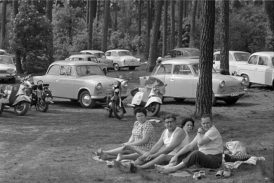 © Max Scheler, Picknick am Müggelsee, Ost-Berlin, 1963